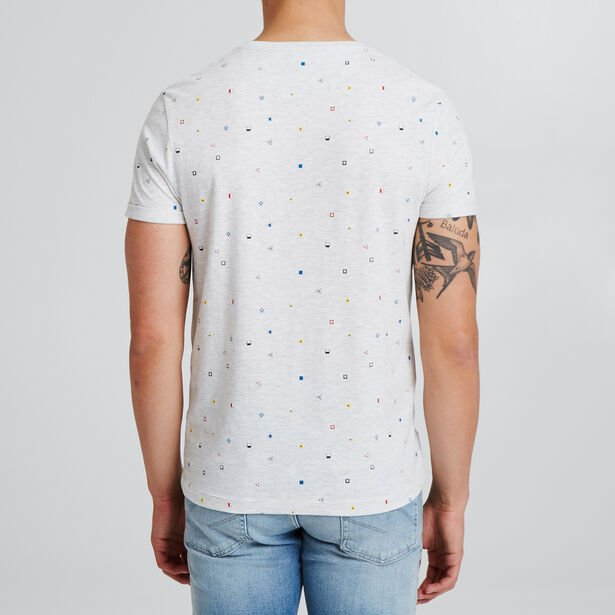 T-shirt met all-over microprint van vlaggen en zak