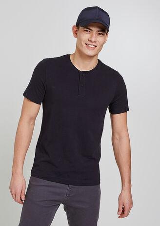 T-shirt collo alla tunisina