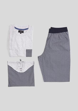 Pyjama met lichte broek en T-shirt