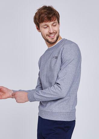 Sweater in fantasietricot met borduursel op de zak