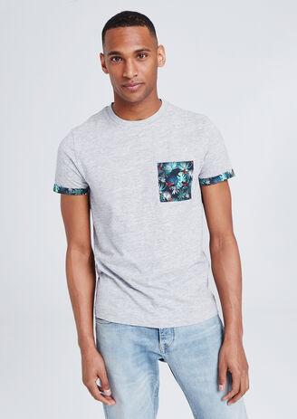 Tee shirt matière fantaisie à poche imprimée