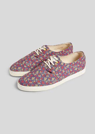 Stoffen sneakers met geometrische motieven