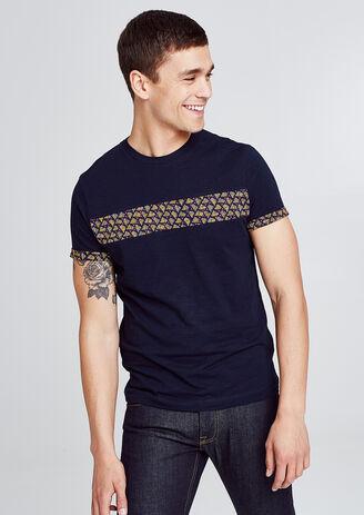 T-shirt met deelnaad op de borst en mouweinde