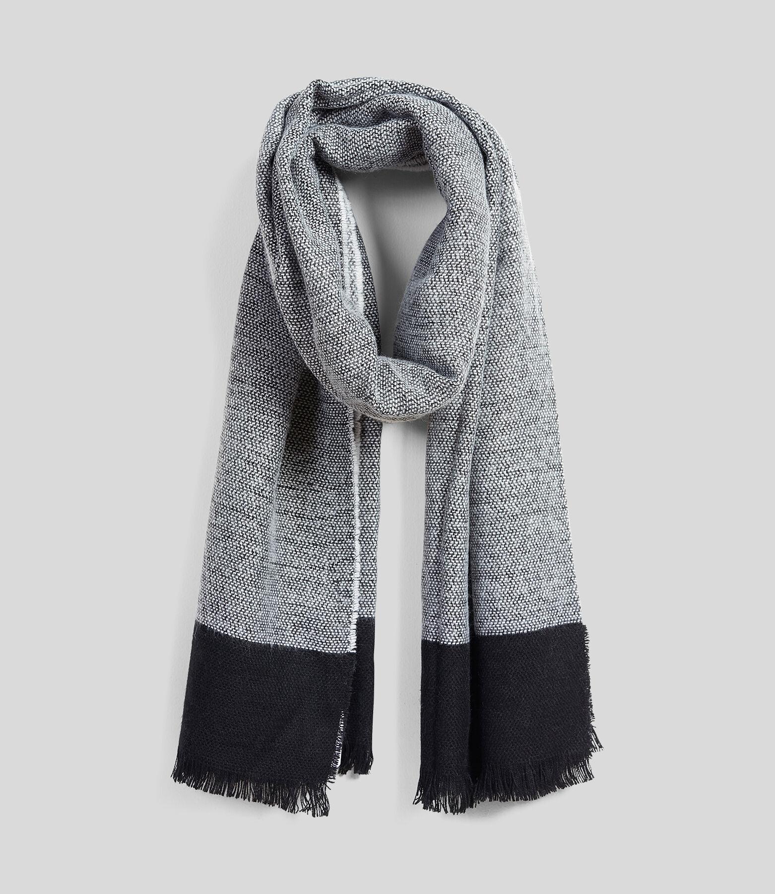 Colorblock sjaal, ketting en inslag