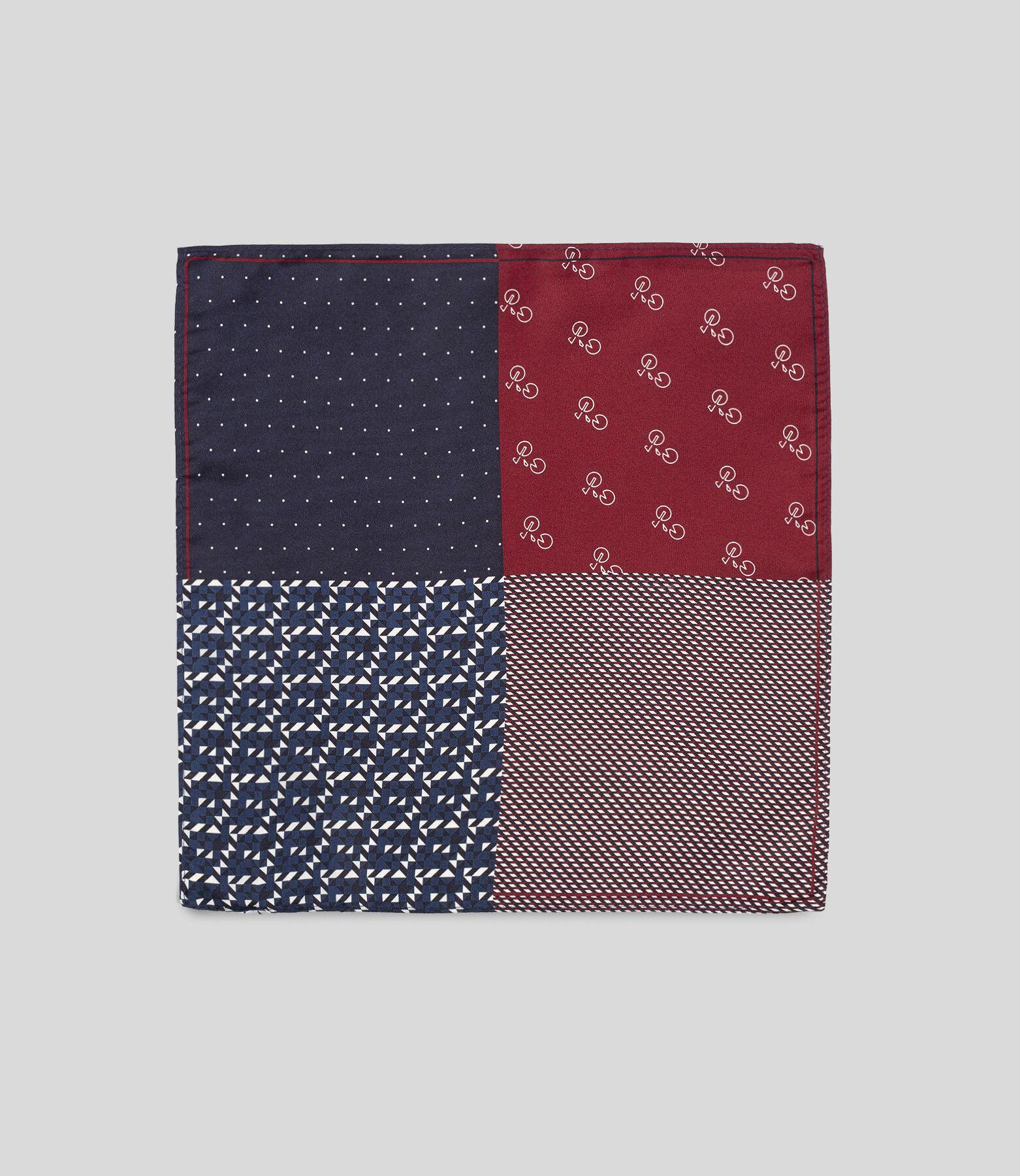 Pochette de costume en soie