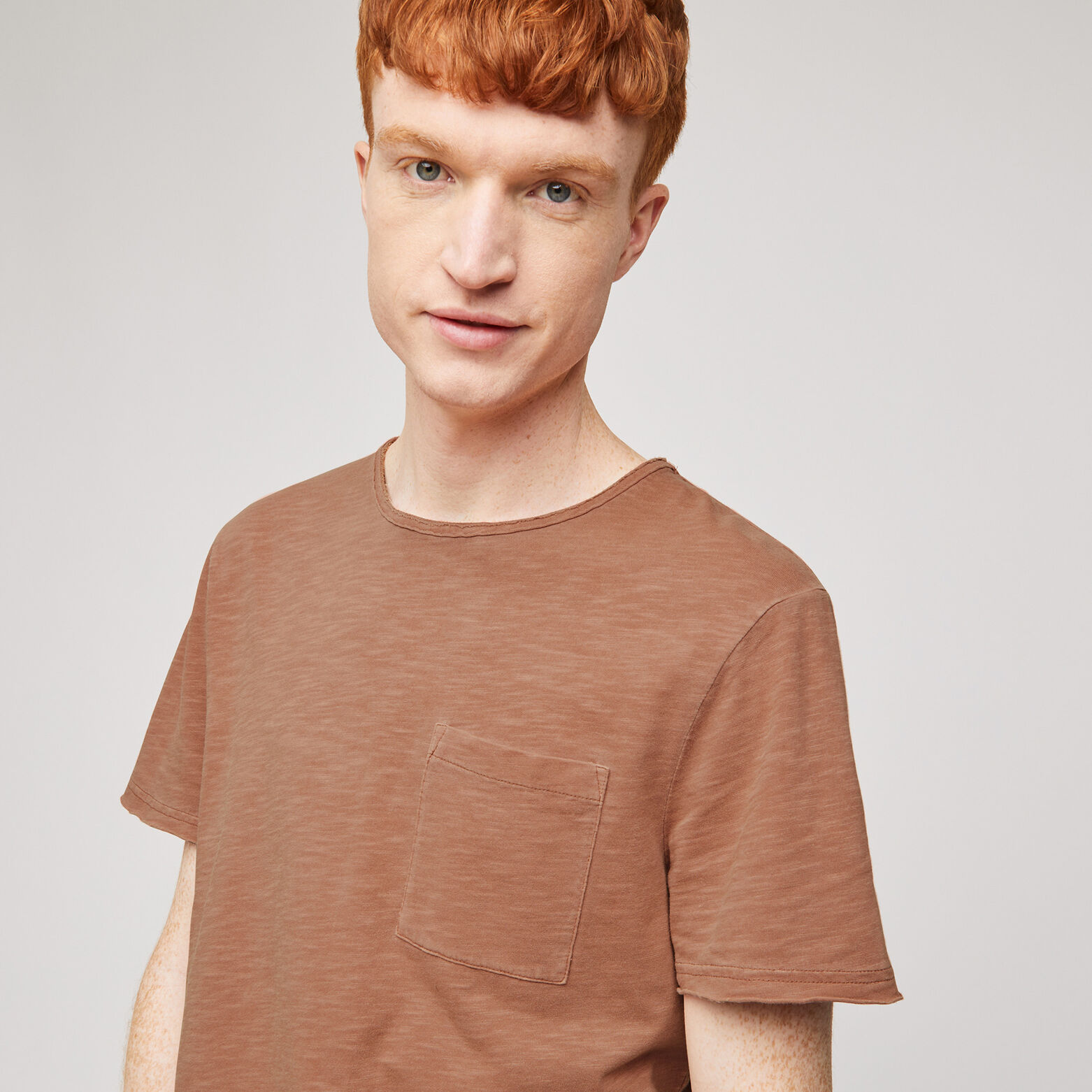 Tee-shirt avec lavage et finitions à crues