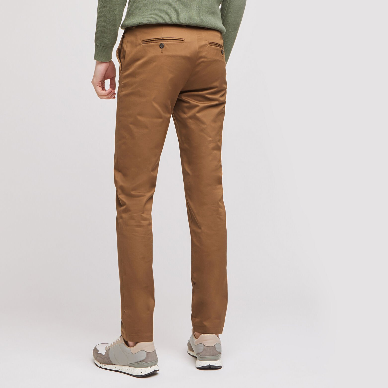"Pantalon chino slim Simon en coton bio	""in progre"
