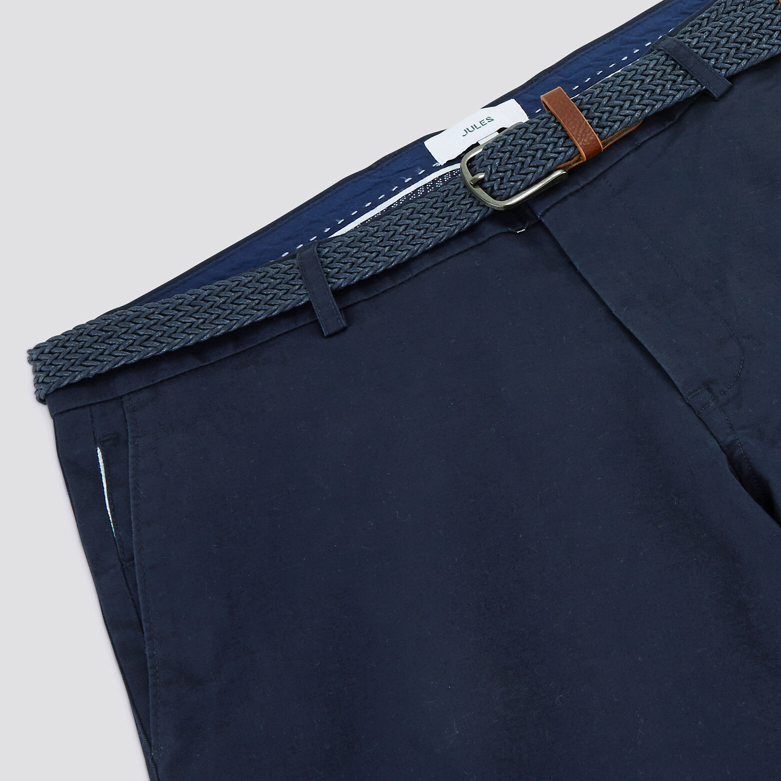 "Bermuda chino avec ceinture ""in progress"""