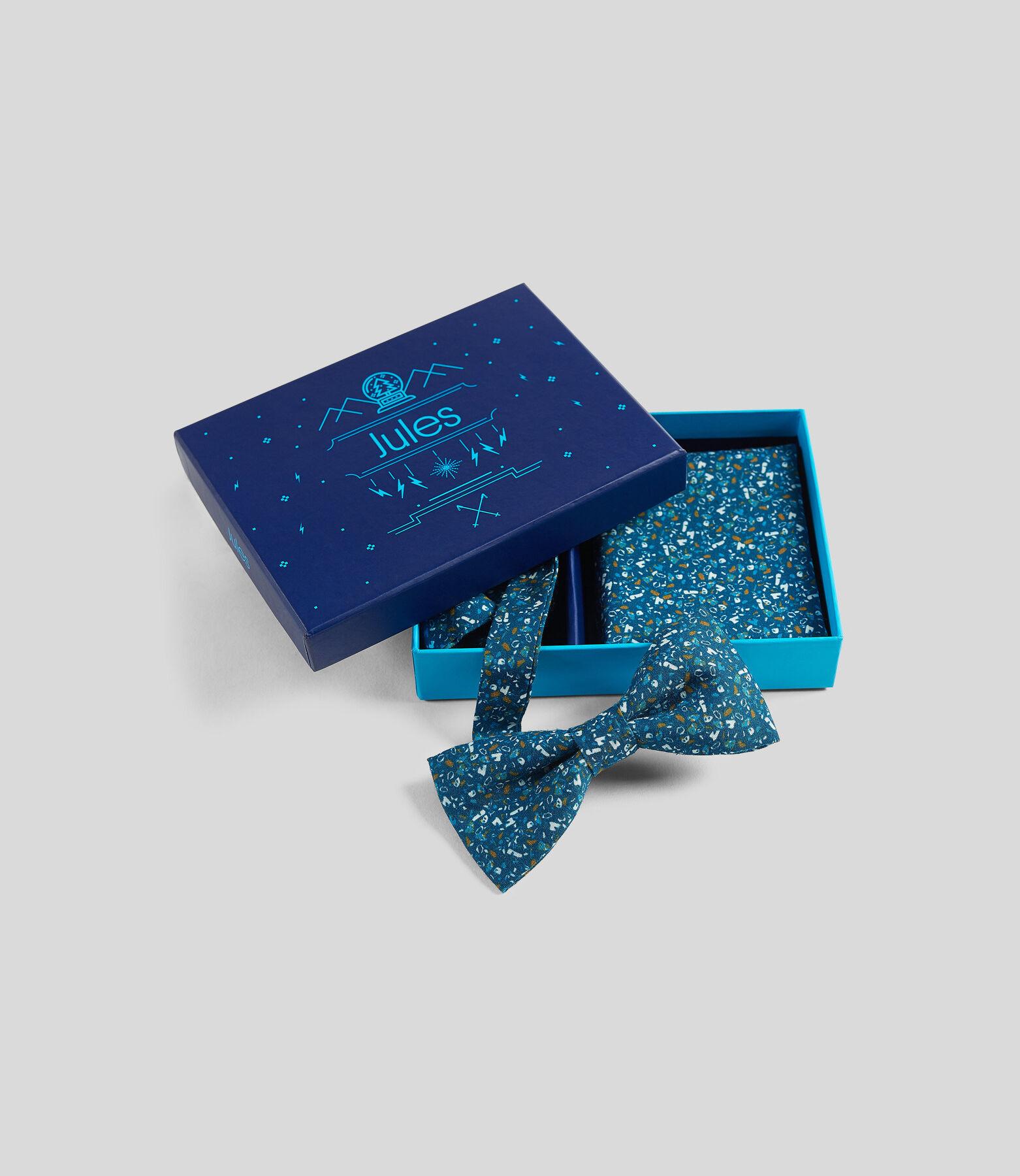 Kerstbox met vlinderdas en pochet