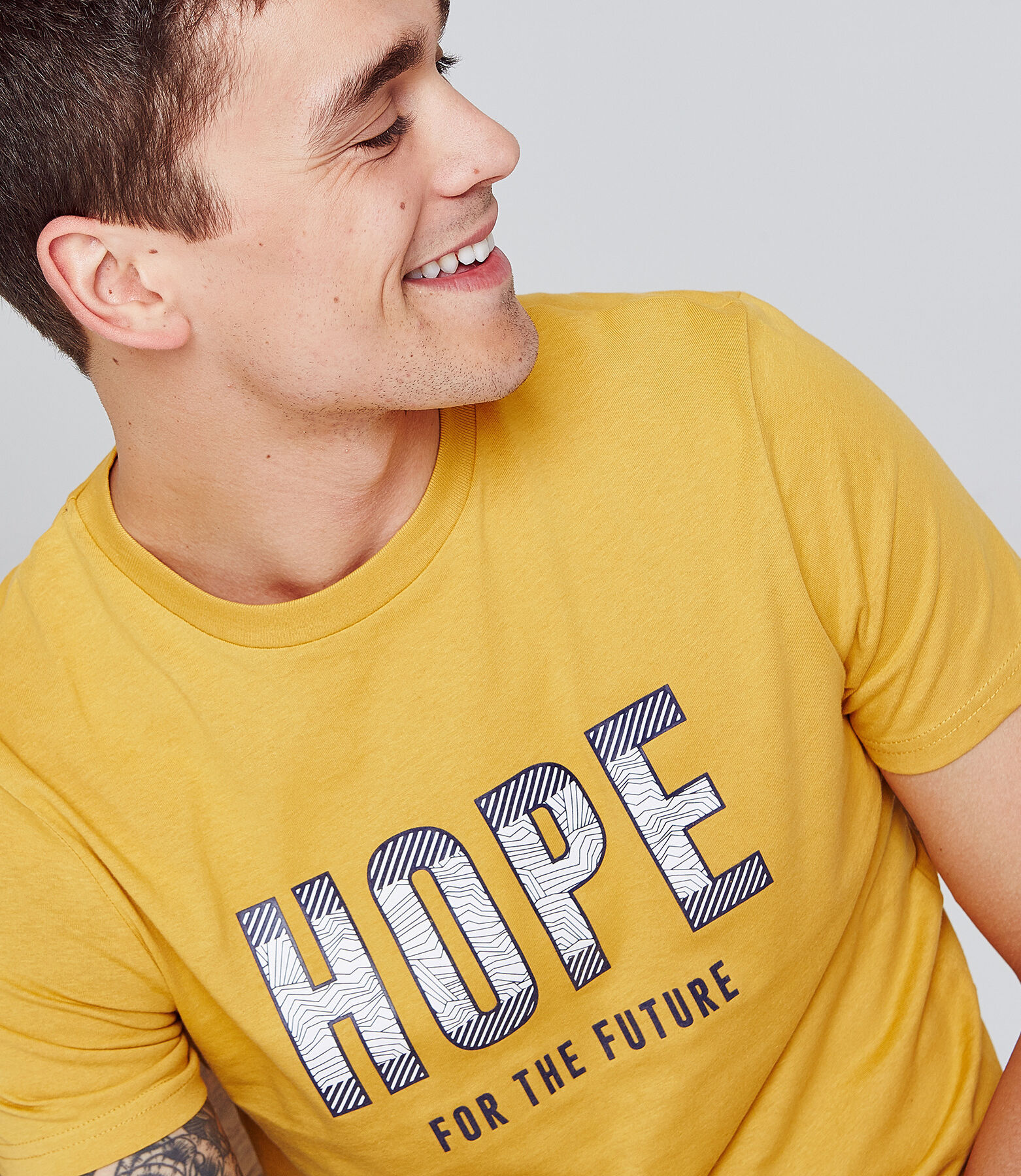T-shirt met opschrift 'HOPE FOR THE FUTURE'