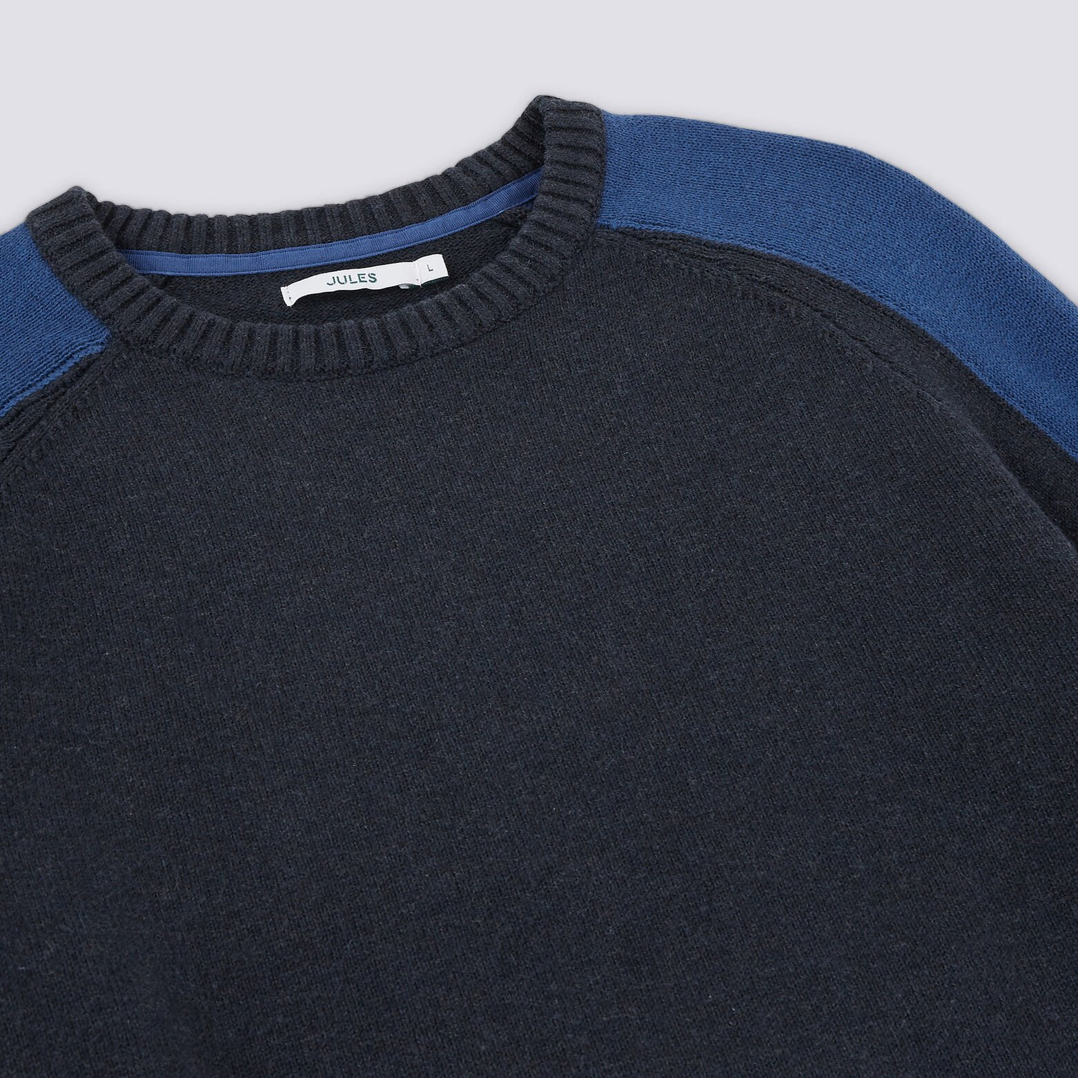 Pull col rond détails manches