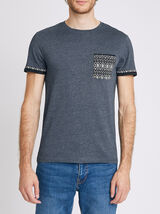 T-shirt micro-rayures et motif ethnique