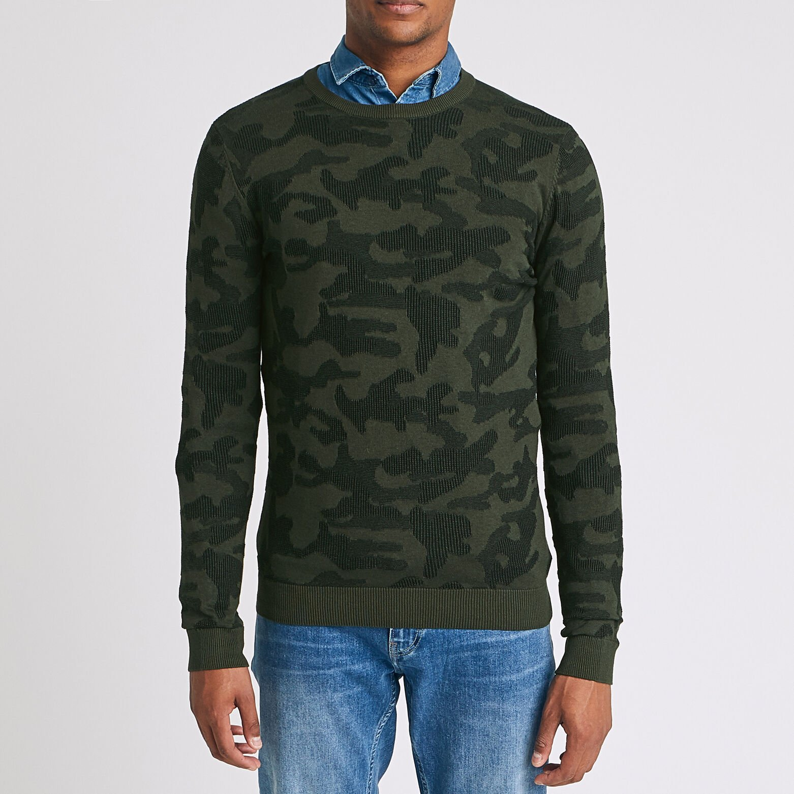 Pull col rond motif camouflage