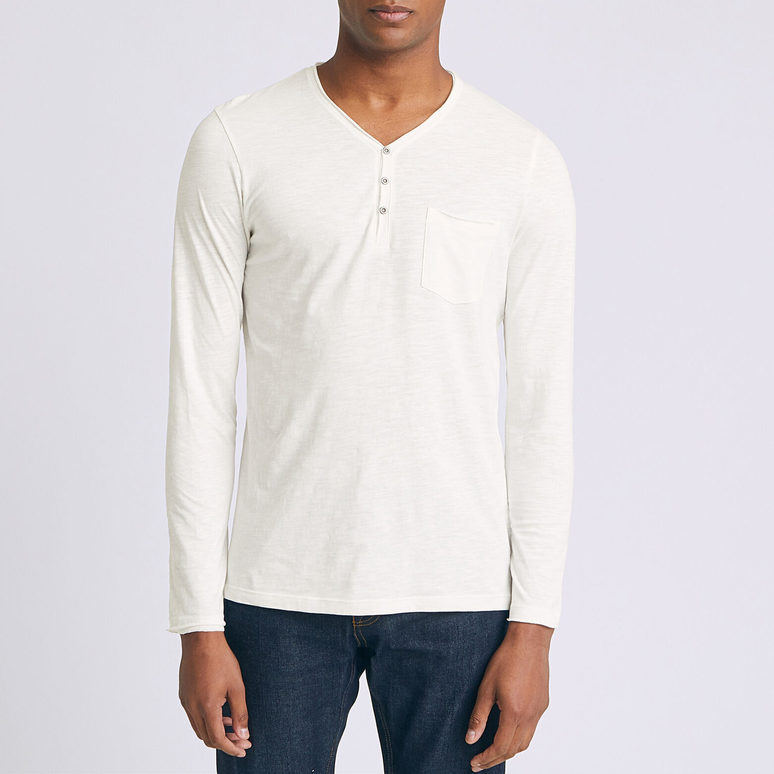Ensemble tee shirt pull jean