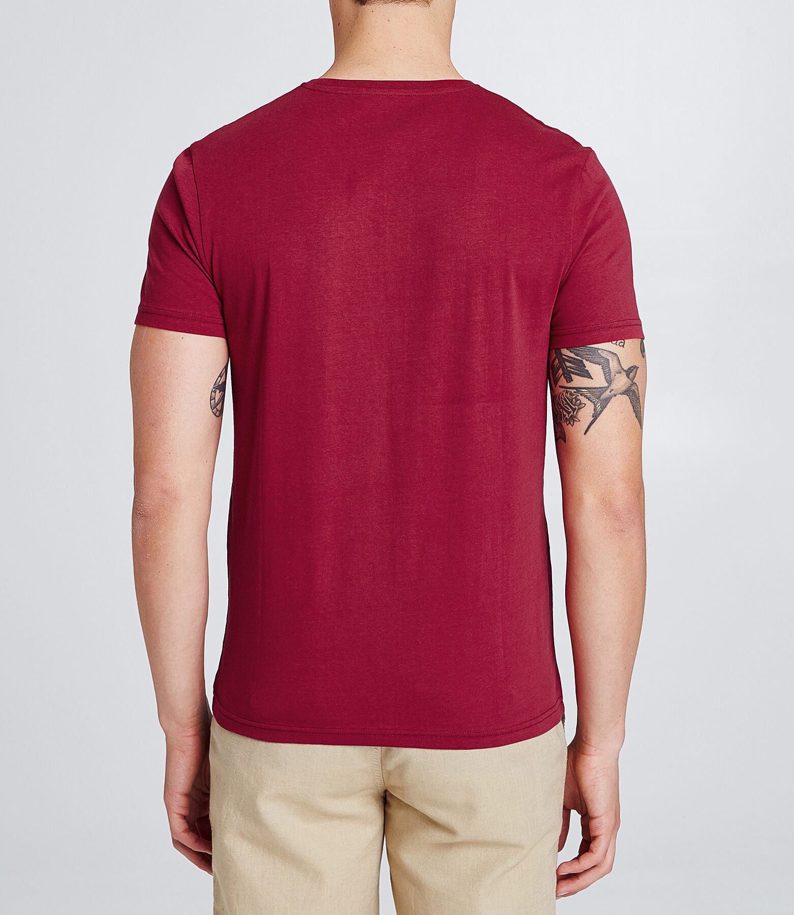 T-shirt col V slim avec print poitrine